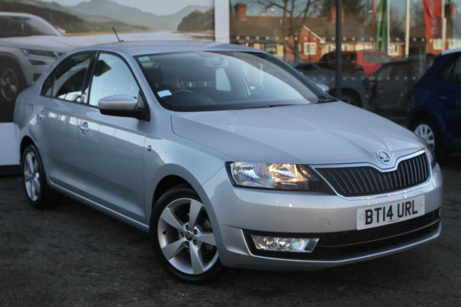 SKODA Rapid 1.2 TSI (86 PS) SE Connect Hatchback 5-Dr